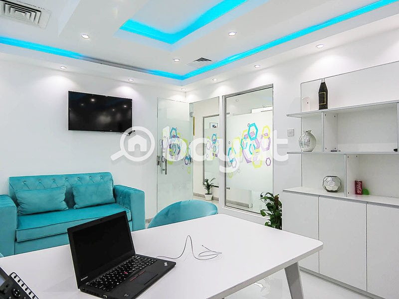 smart desk office in dubai